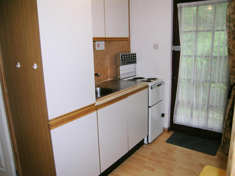496-2-Kitchen (2)