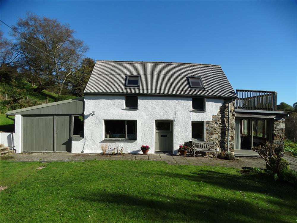 Secluded tranquil cottage with Preseli Hills views - Sleeps 6 - Ref 2250