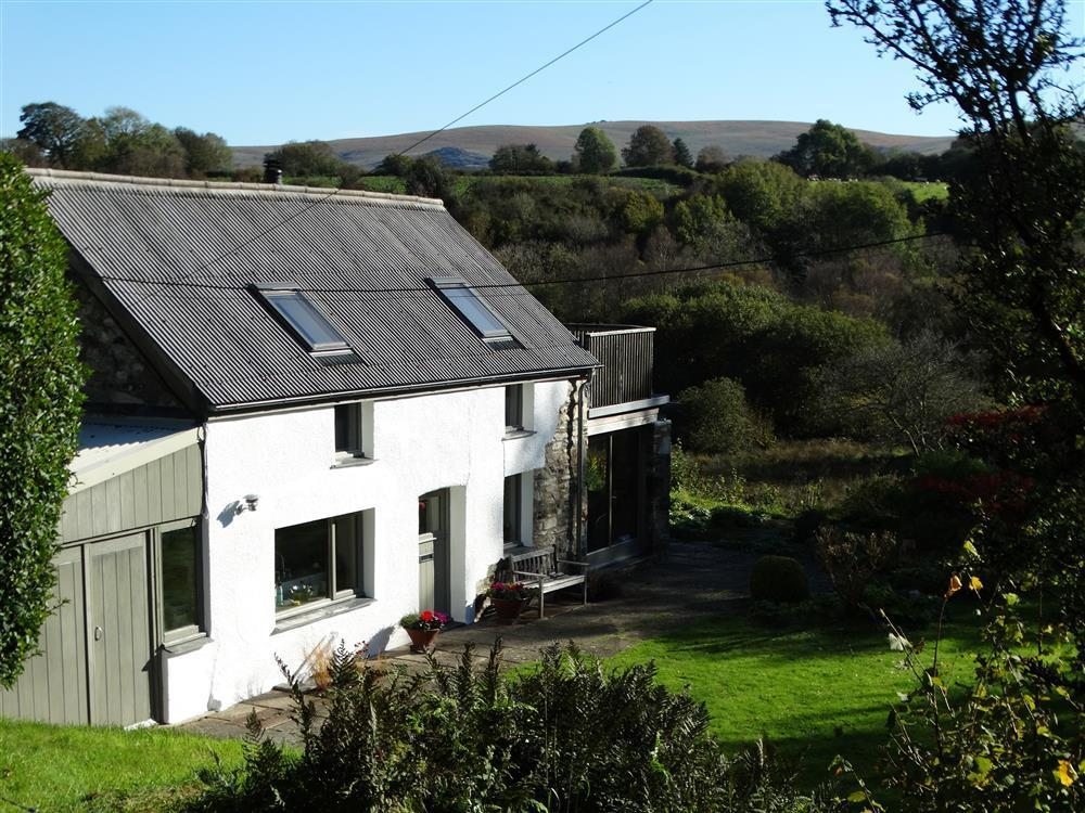 Holiday Cottage at brynberian with Preseli Hills views