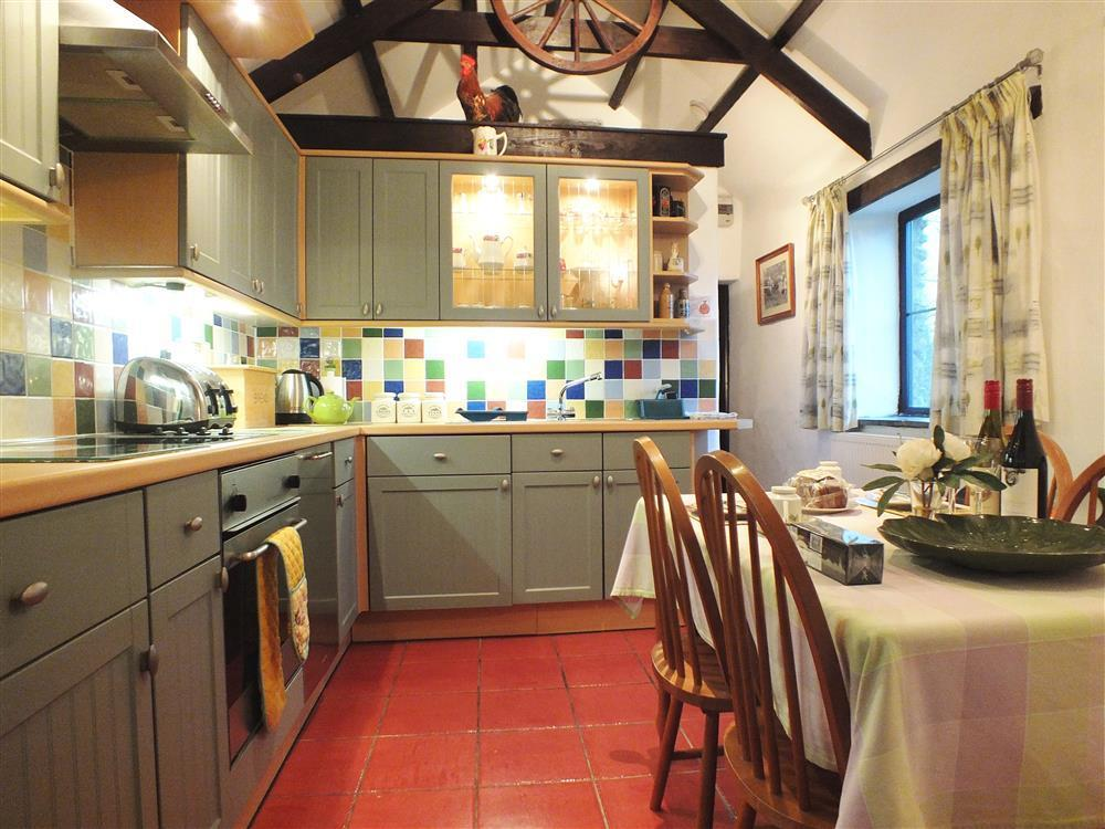 686-1-kitchen and dining room (2)