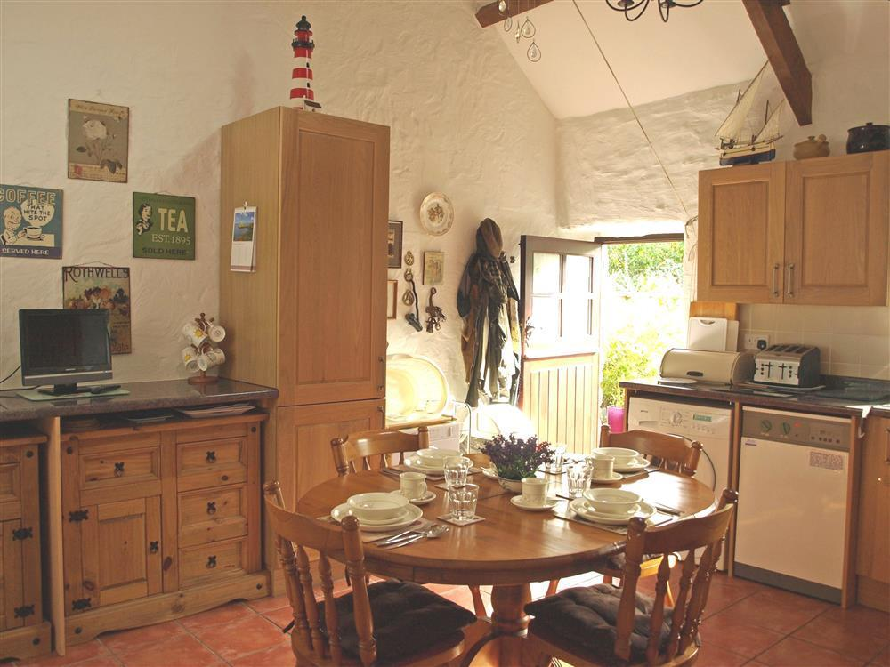 826-2-Kitchen and Dining (1)