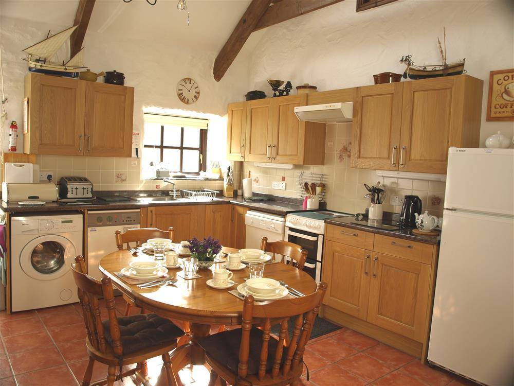 826-2-Kitchen and Dining (2)