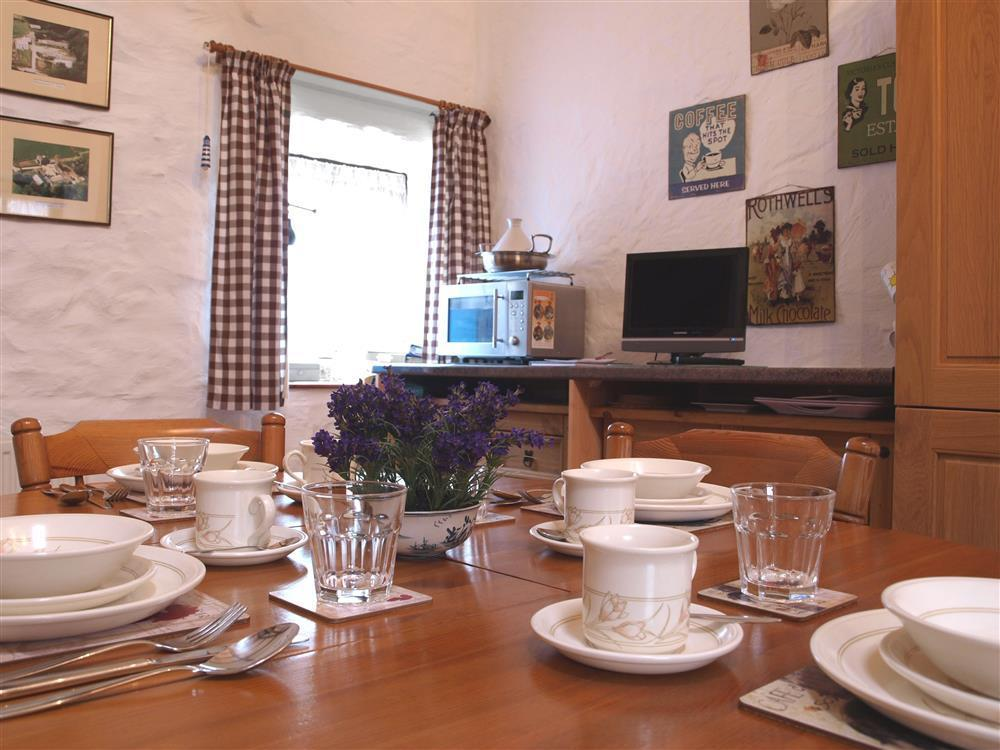 826-2-Kitchen and Dining (3)