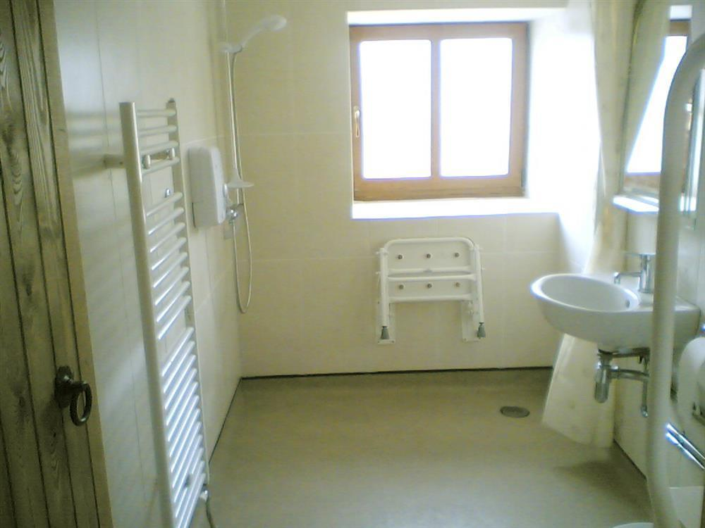 883-4-Bathrooms (2)