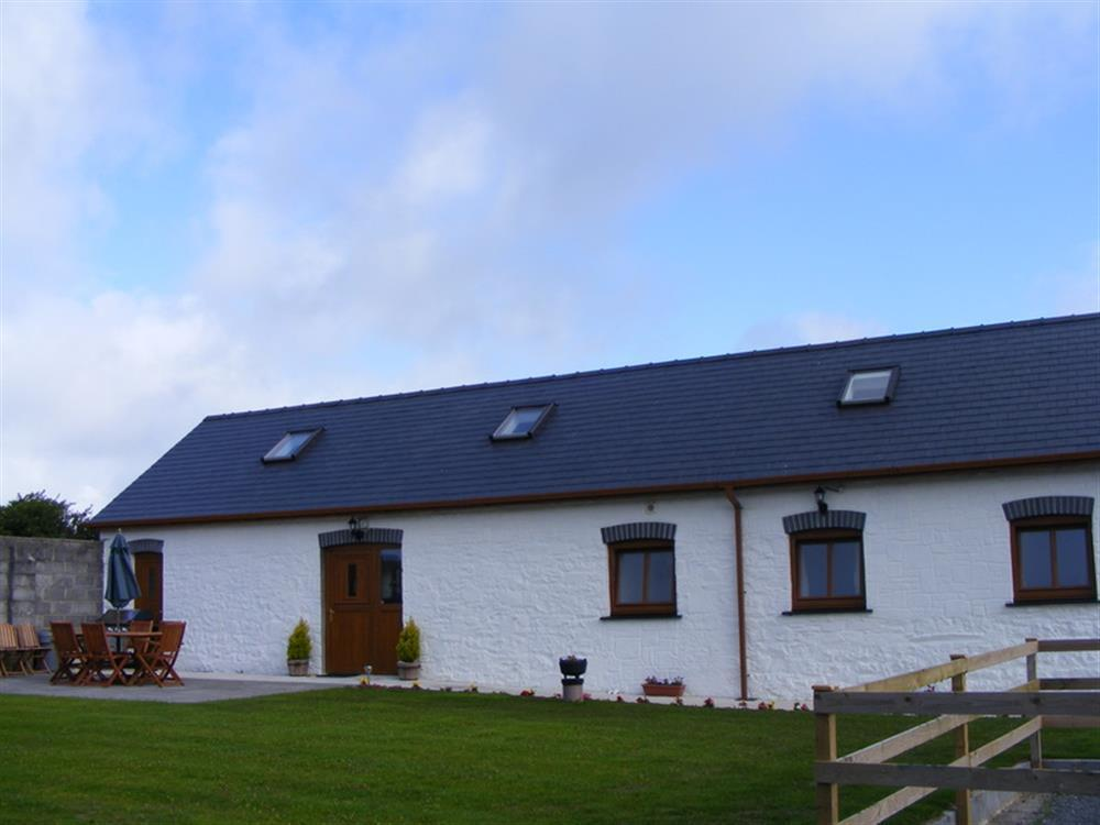 Photograph of 883-5-Laugharne Barns (2)