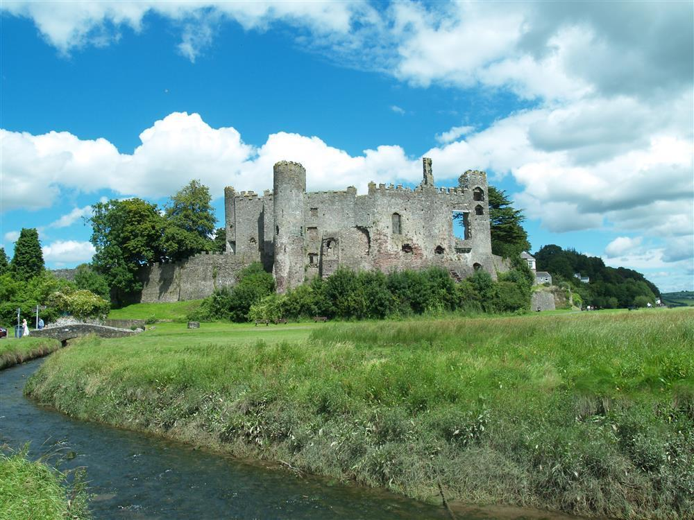 883-9-Laugharne Castle