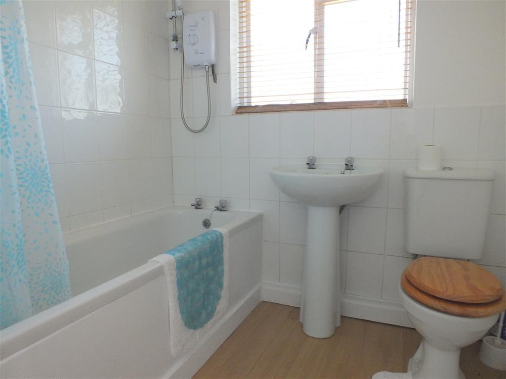 Photograph of 05-bath and shower - 2045