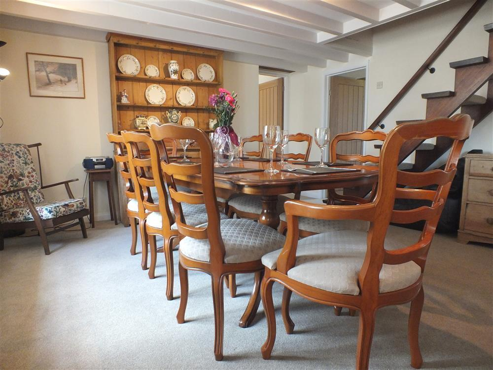 01-Living and dining area Meardy Lodge-217 (3)