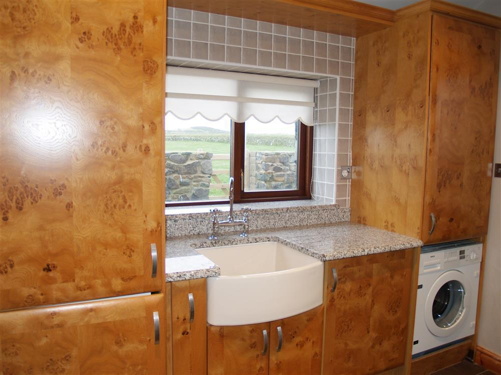 933-2-kitchen and utility (4)