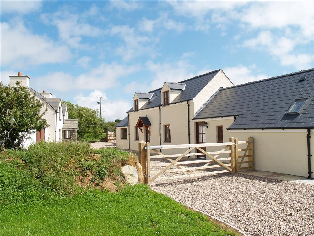 Converted barn in a peaceful location between Solva Harbour and Newgale beach-Sleeps6-Ref956