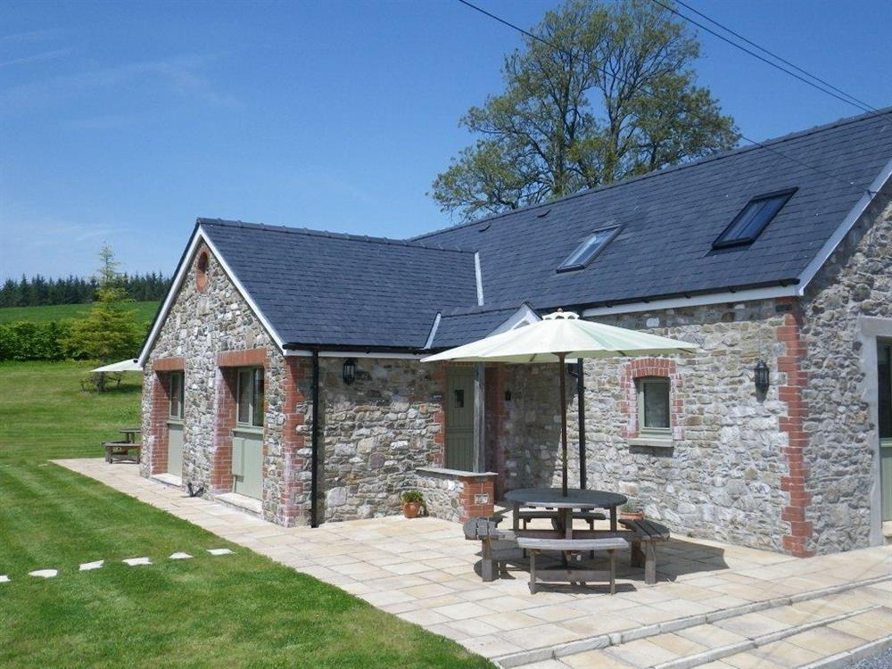 Barn conversion in the Carmarthenshire countryside near Llandeilo  Sleeps: 4  Property Ref: 2001