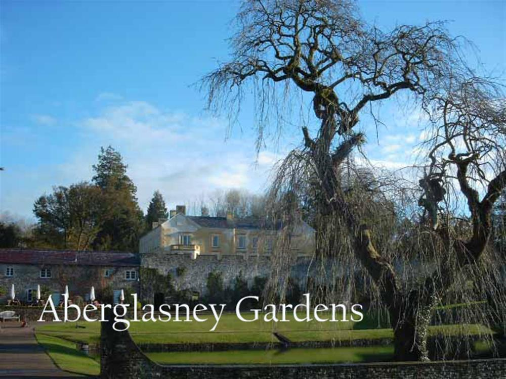 Photograph of 2001-9-Aberglasney Gardens