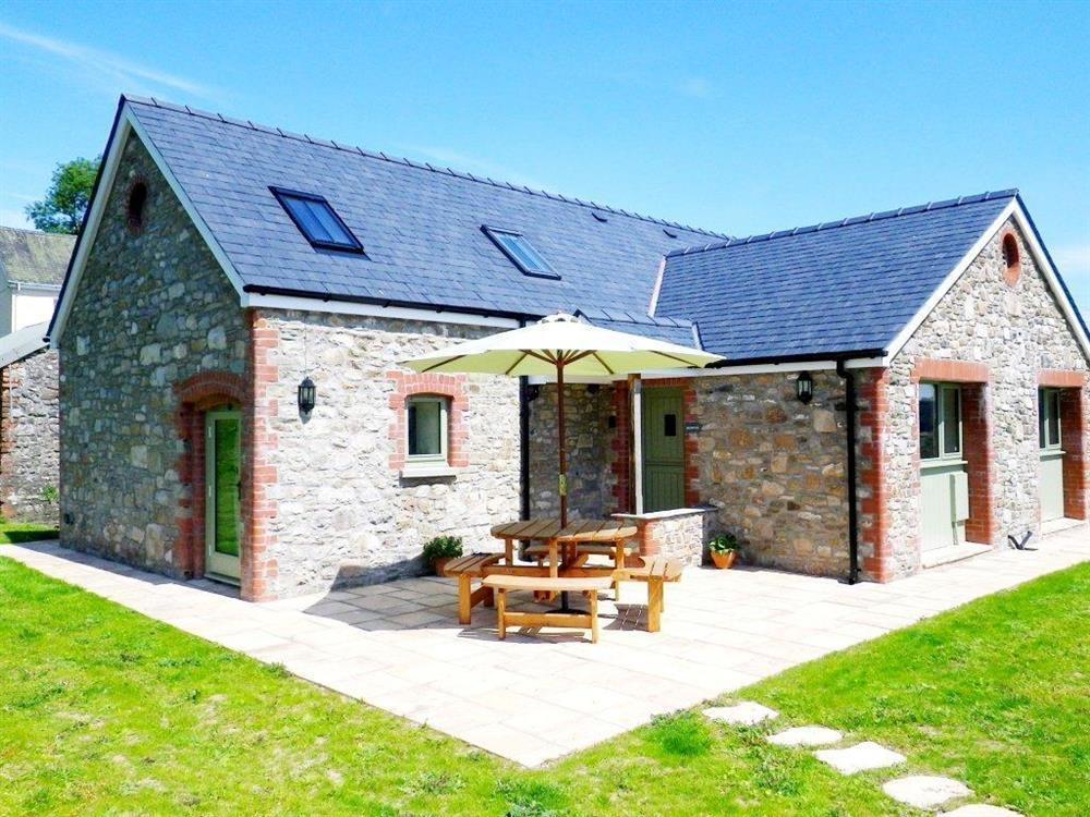 Converted barn with countryside views near Llandeilo  Sleeps: 4  Property Ref: 2002