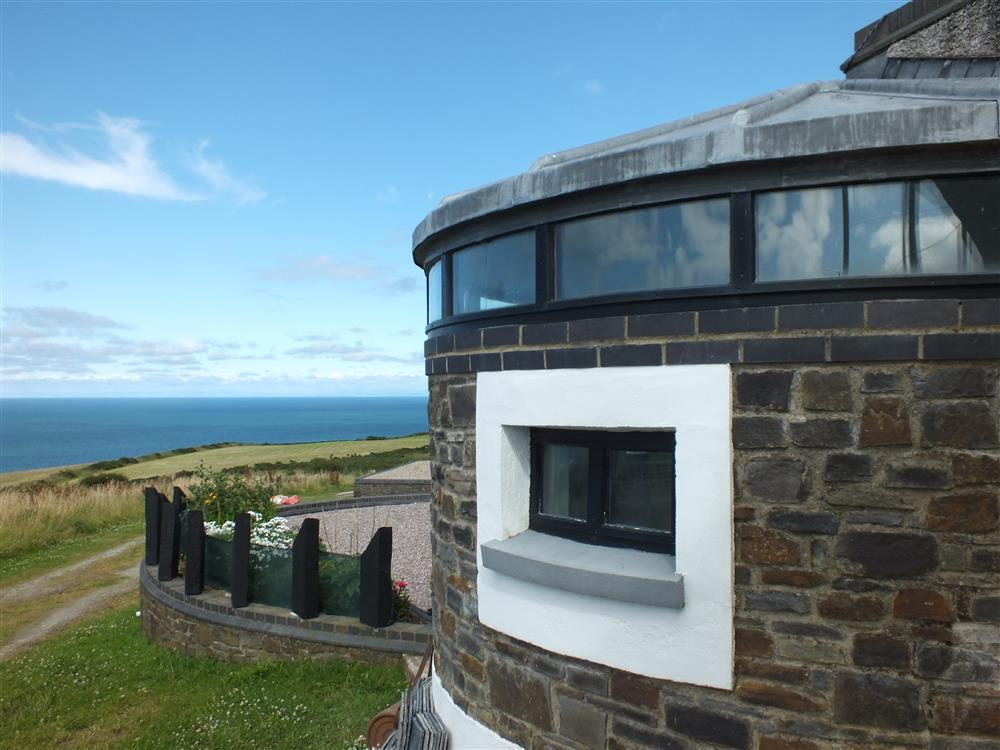 Coastal lookout with spectacular sea views over Cardigan Bay - Sleeps 2 - Ref 2065