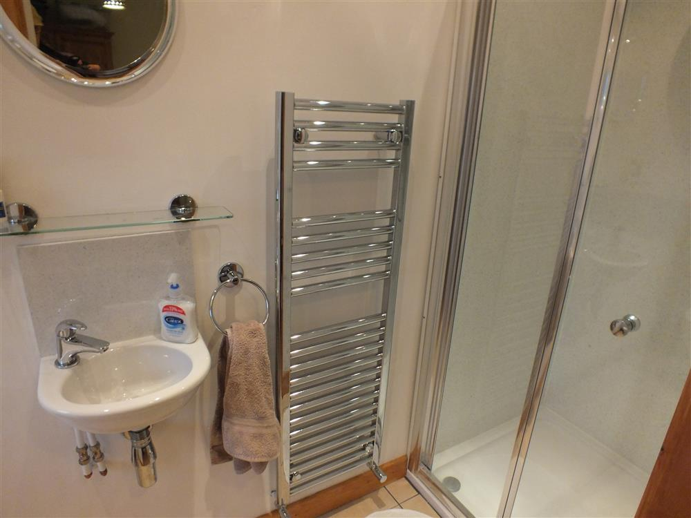 Photograph of 2067-4-Shell Cottage bathrooms (1)