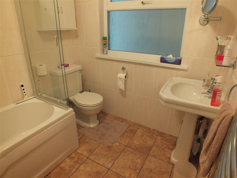 Photograph of 2067-4-Shell Cottage bathrooms (2)