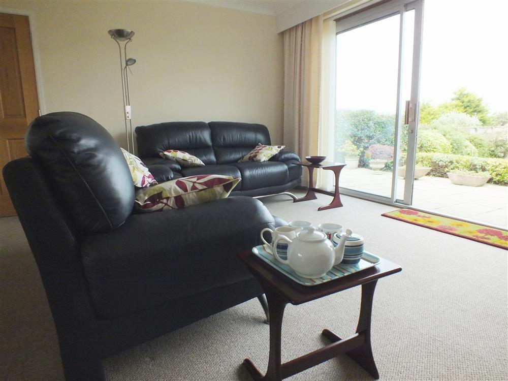 2070-2-Aberporth Cottage lounge (3)
