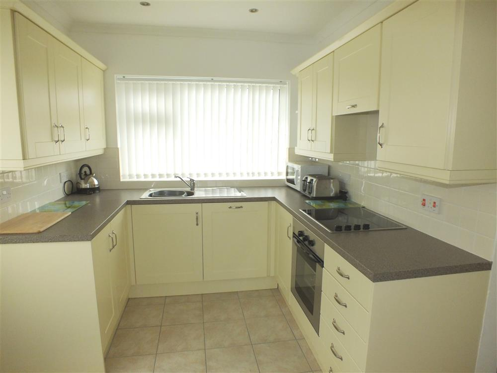 2070-3-Aberporth Kitchen