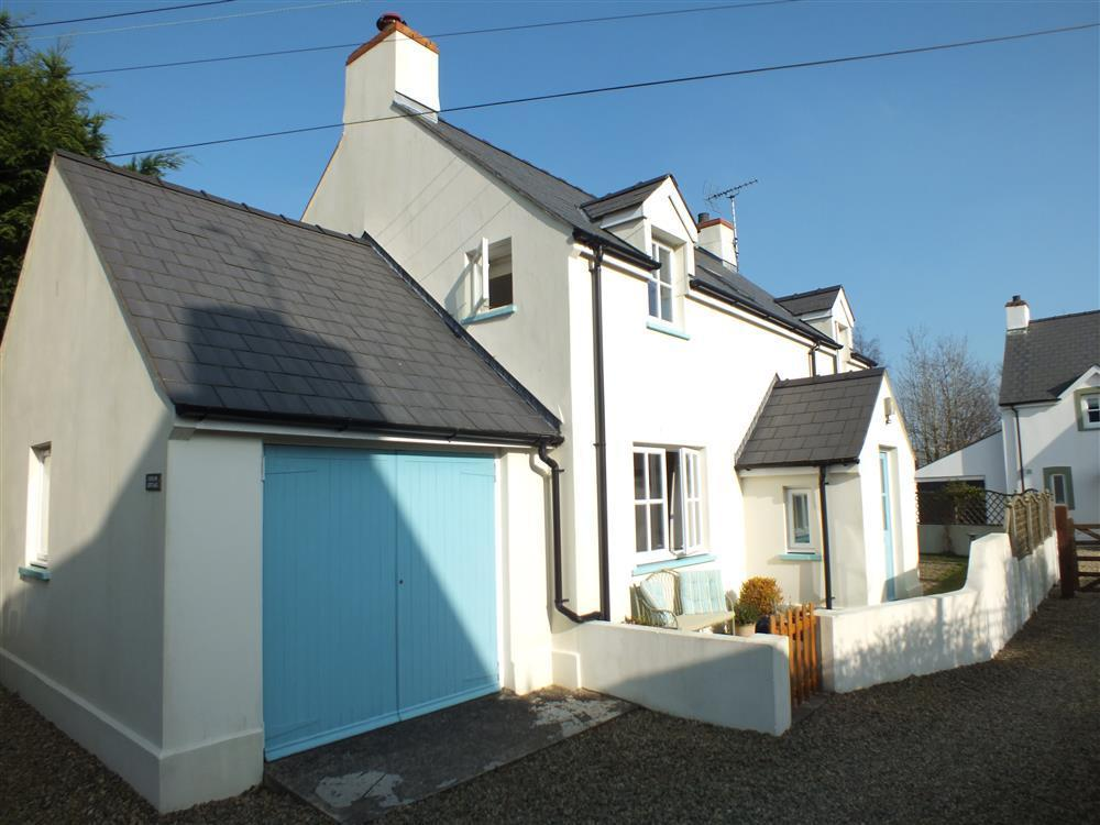 Cottage in peaceful spot within the Pembrokeshire National Park - Sleeps 6 - Ref 2086
