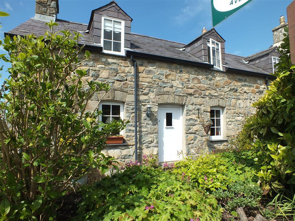 Lovely cosy cottage at Pendre just 5 minutes walk from centre  Sleeps: 4  Property Ref: 2101