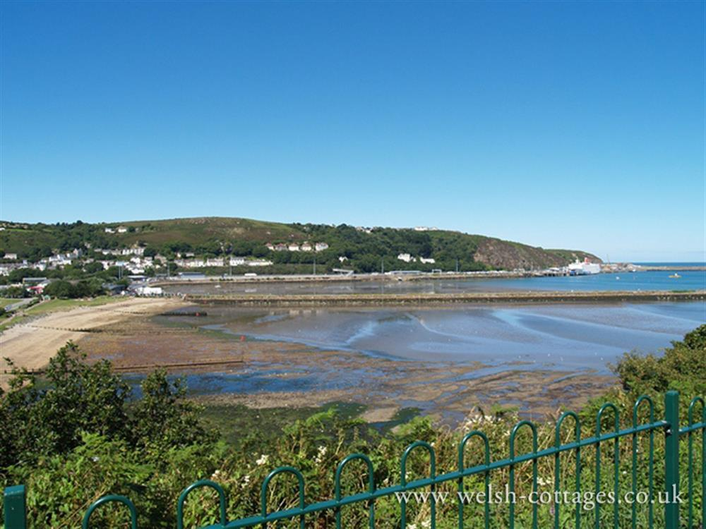 Photograph of 2105-9-Goodwick beach