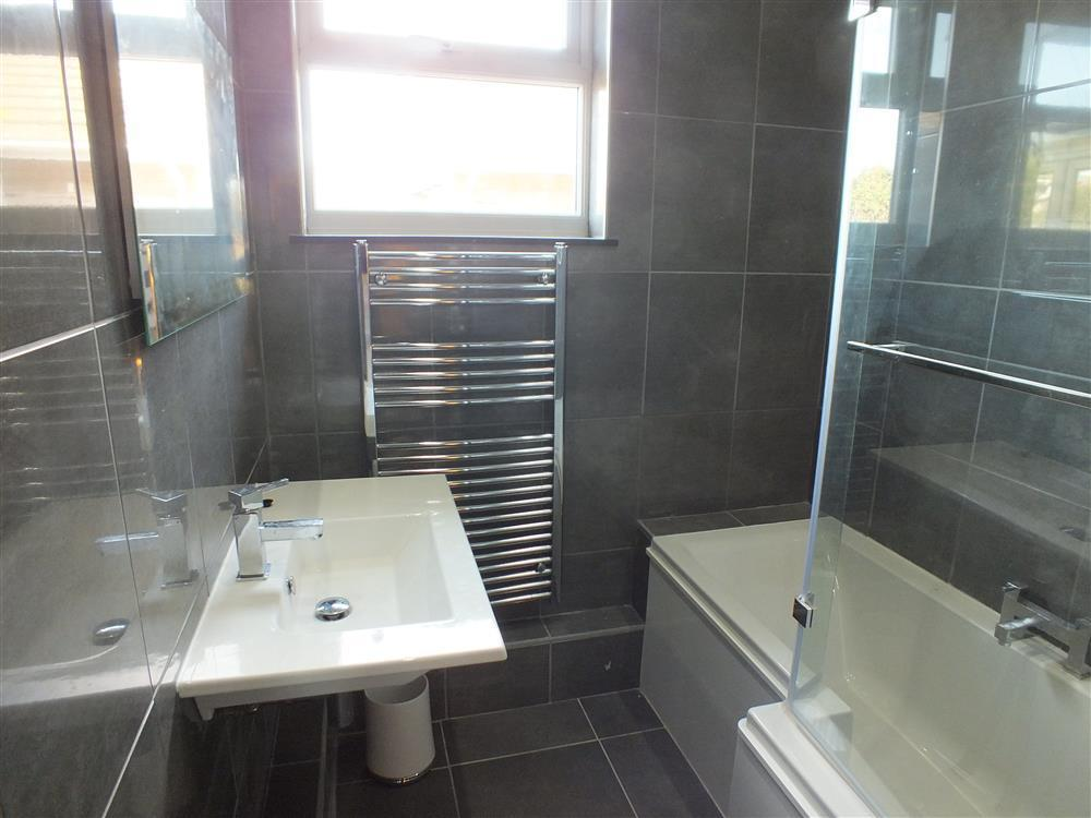 2106-5-bath shower room (1)