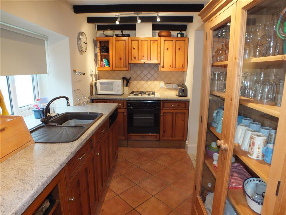 Photograph of 02-Preseli Cottage kitchen 491 (1)