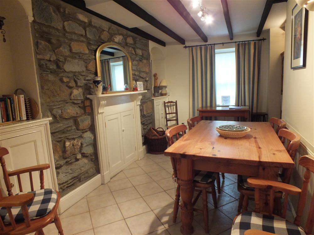 Photograph of 03-Preseli Cottage Dining 491 (1)