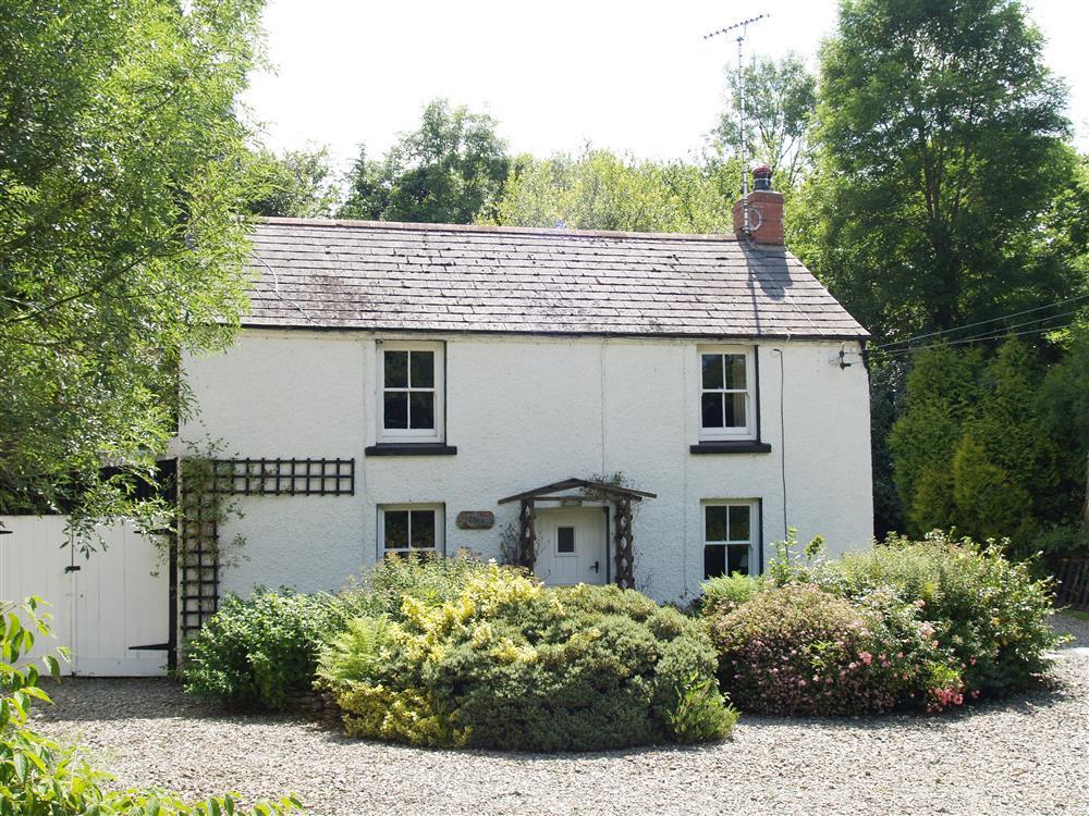Pretty cottage with large grounds near Cenarth and Cardigan - Sleeps 4 - Ref 516