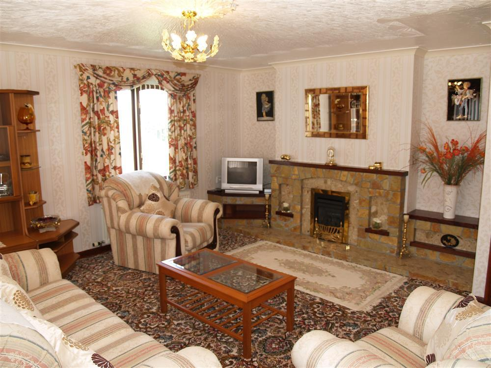 02 Llanmair Cardigan sitting room 531 (1)