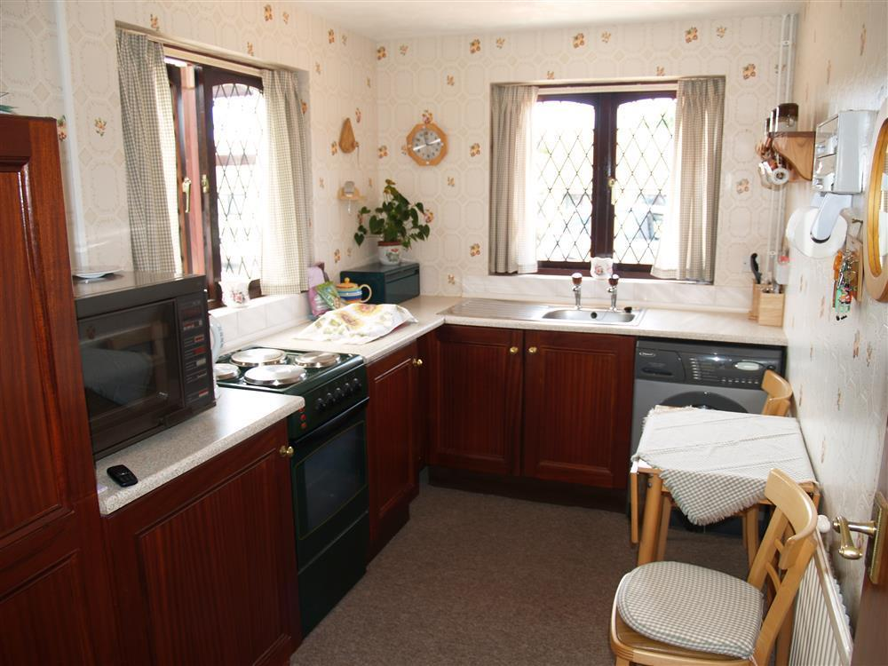 03 Kitchen and dining Llanmair 531 (1)