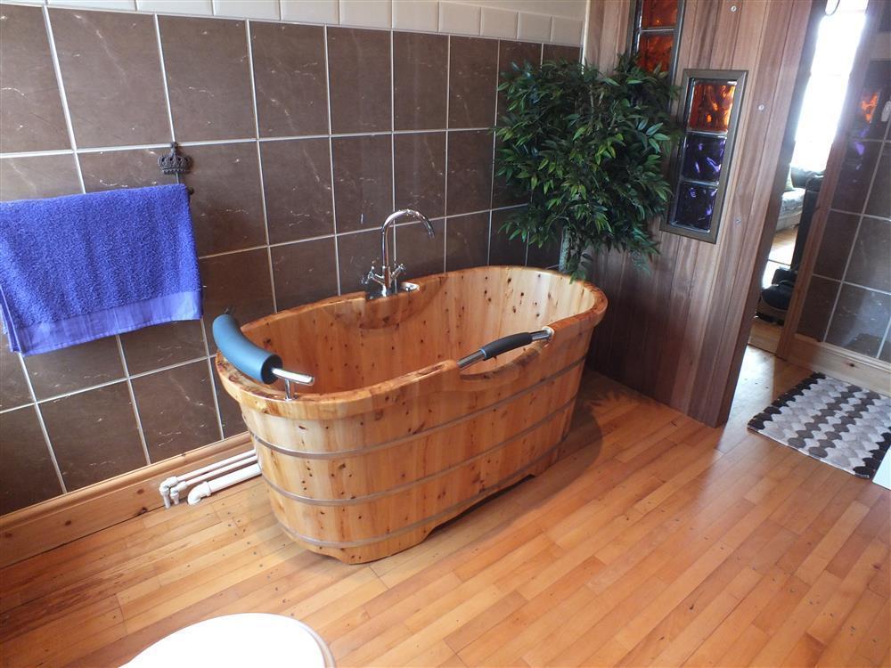 2109-6-cedar wood bath tub (1)