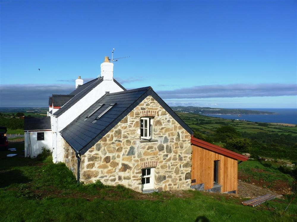Remote sea view cottage on Dinas mountain overlooking Fishguard bay - Sleeps 7 - Ref 2110