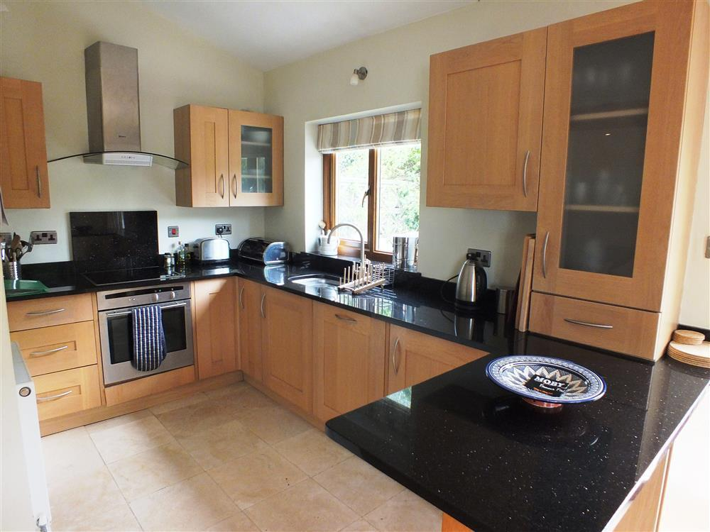 Photograph of 02 Contemporary kitchen 2114