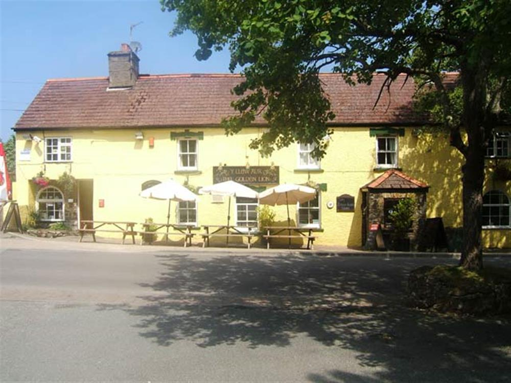 Photograph of 09 Golden Lion pub 2114