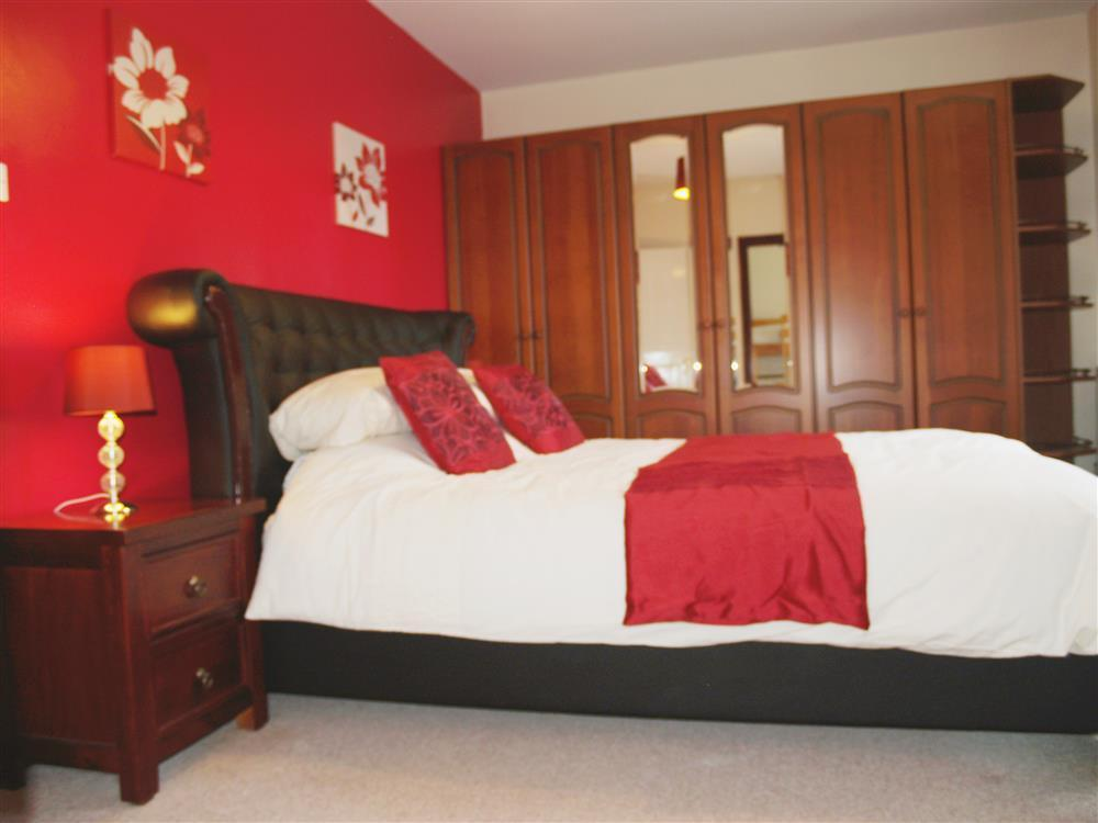 Photograph of 04 King Sized Bed in Hayscastle 593 (2)