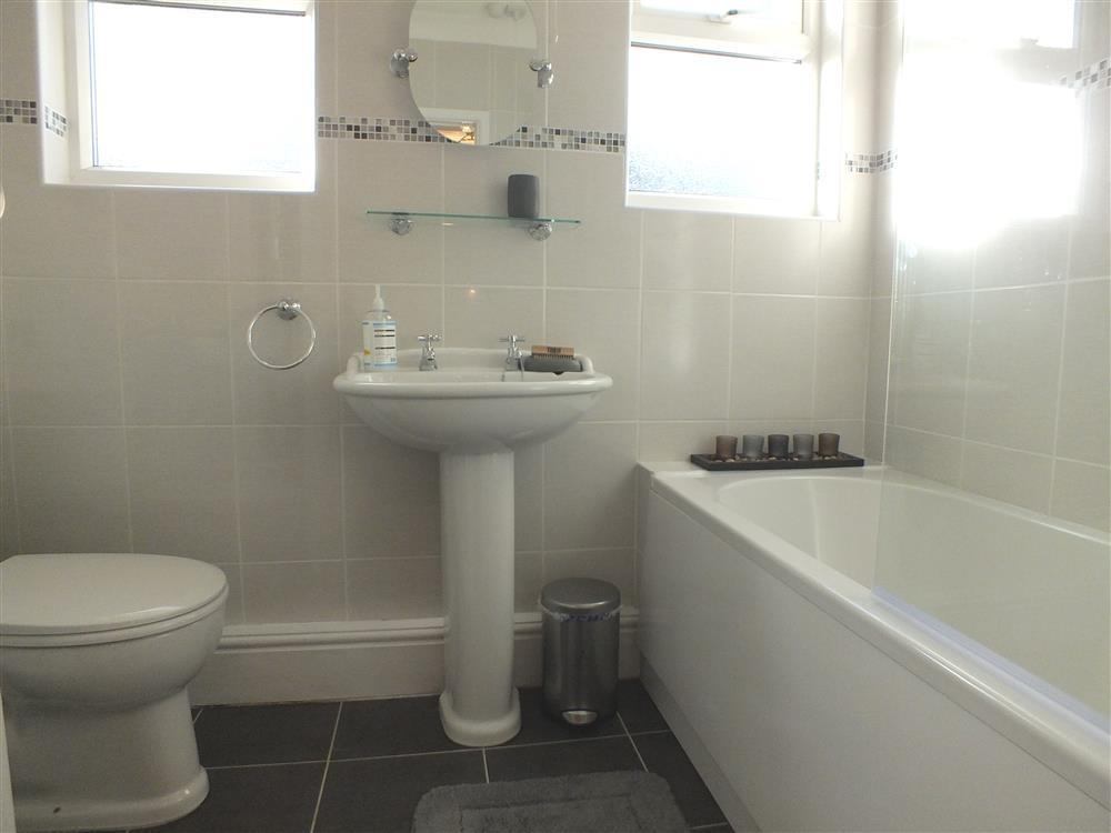 Photograph of 04 three bath and shower rooms (1)