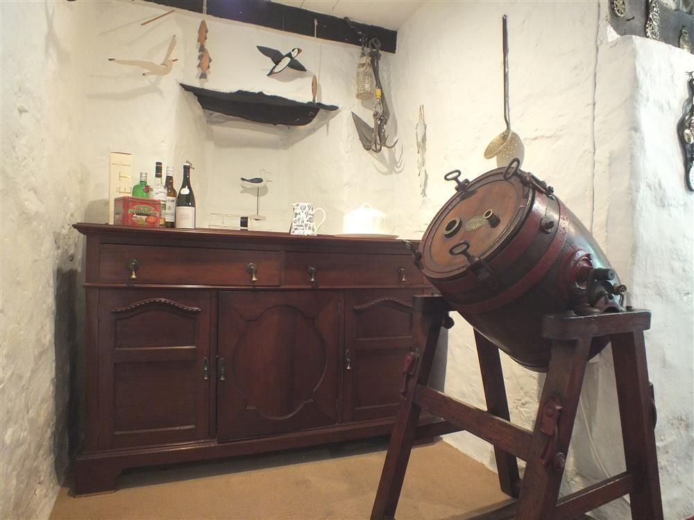 Photograph of 02 Dining butter churn 2151 (1)