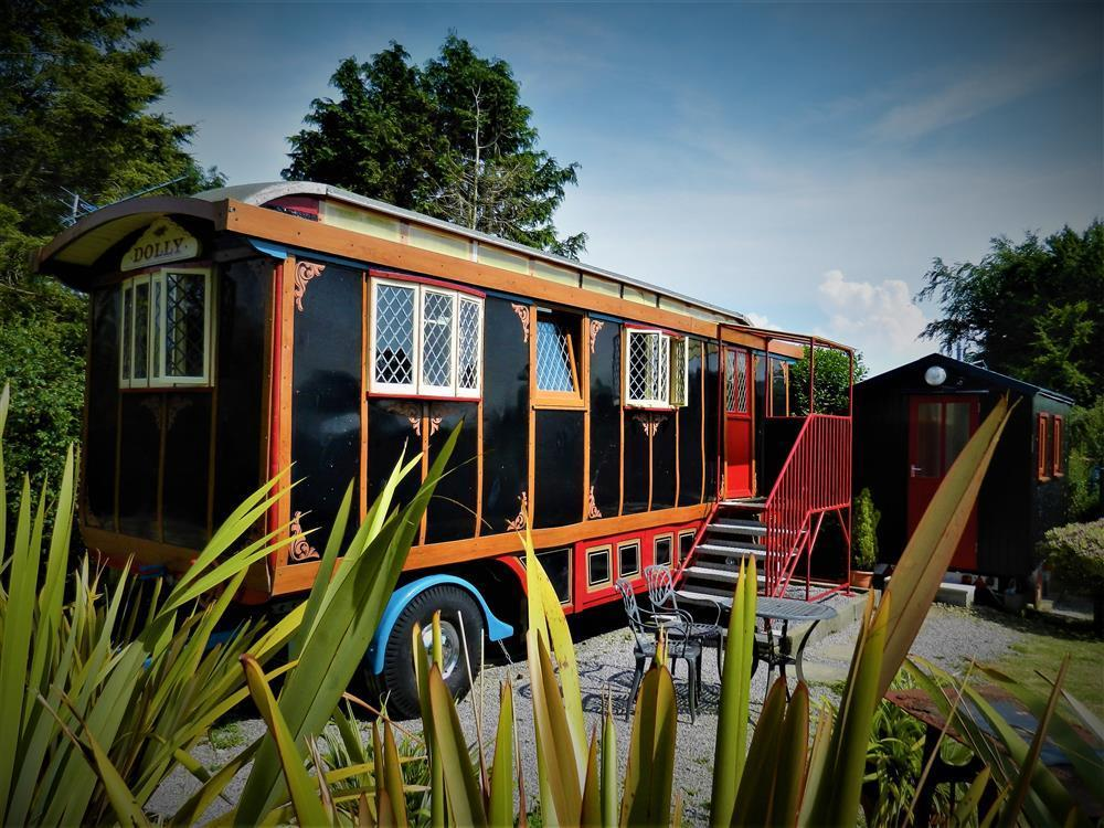 Lovingly restored showmans wagon, retaining charm and character - Sleeps 2 - Ref 2153