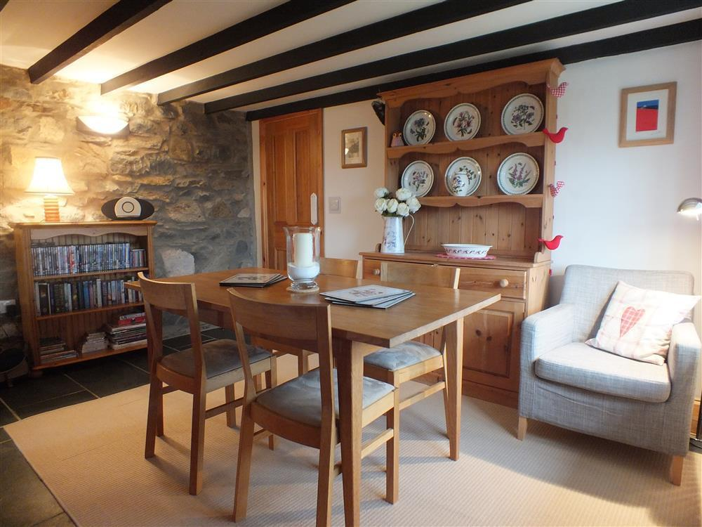 02-Cottage Dining Room in Goodwick-628 (2)