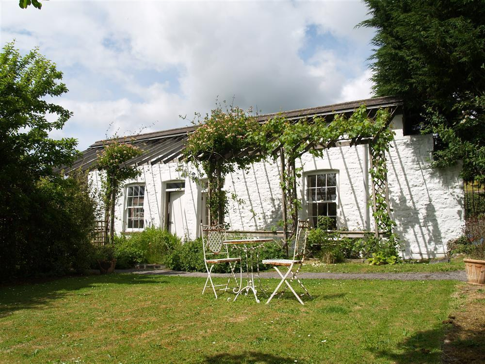 Charming single storey garden cottage with indoor heated pool  Sleeps: 2  Property Ref: 651
