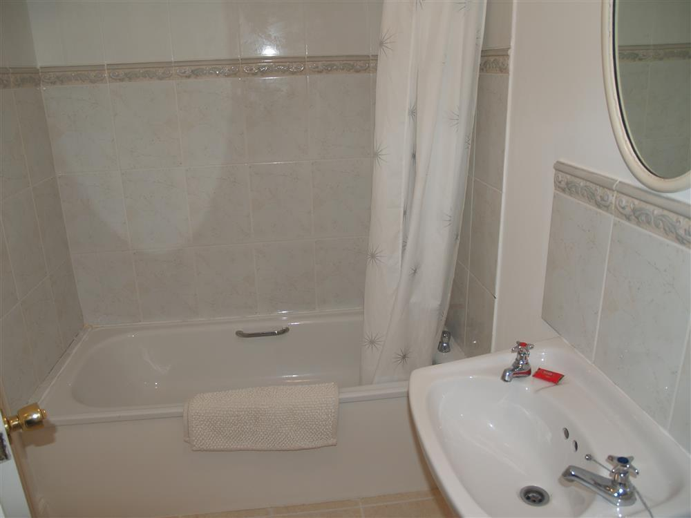 05-Bathroom-651