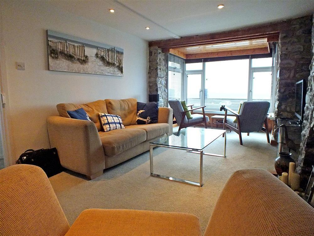 Sea view property overlooking Borth beach - Sleeps 5 - Ref 2170