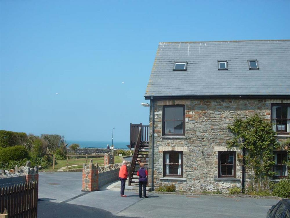 First floor apartment enjoying Broad haven's seafront  Sleeps: 6  Property Ref: 664