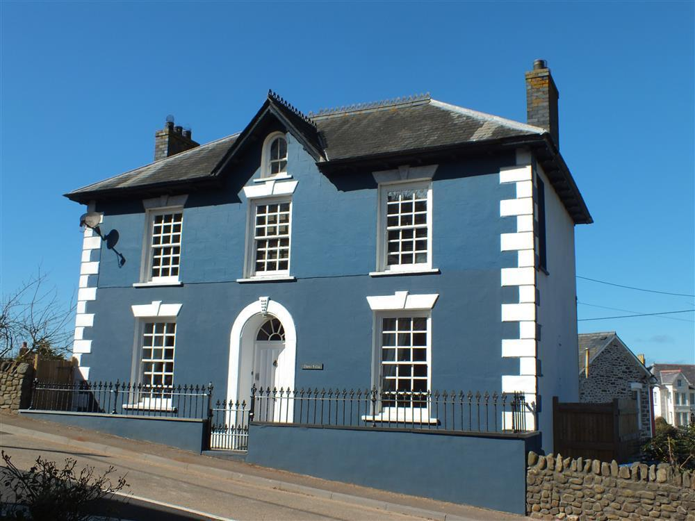 Fabulous three storey Georgian House in coastal village  Sleeps: 8  Property Ref: 2175