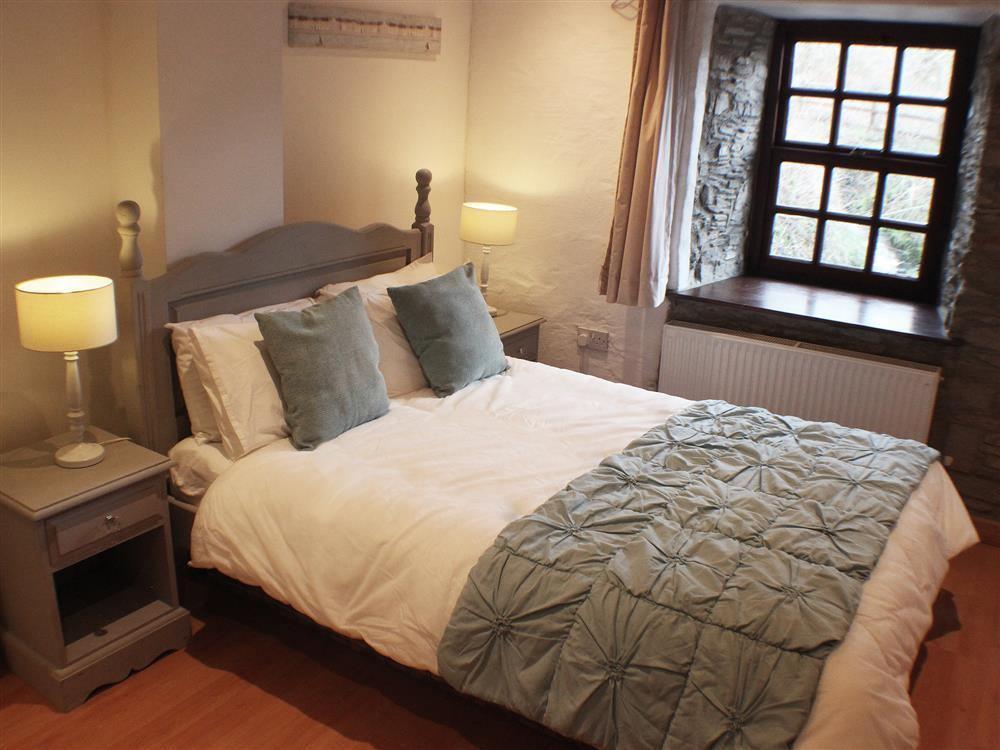 04-Double Bed in St Clears -705