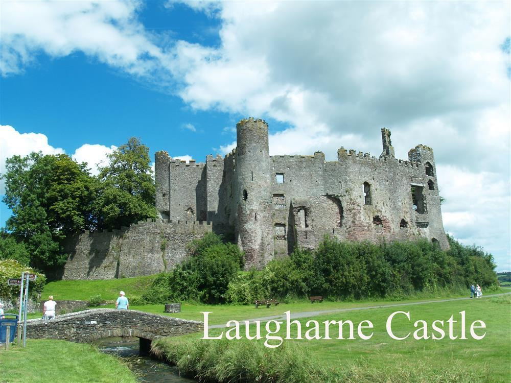 08-Laugharne Castle-705