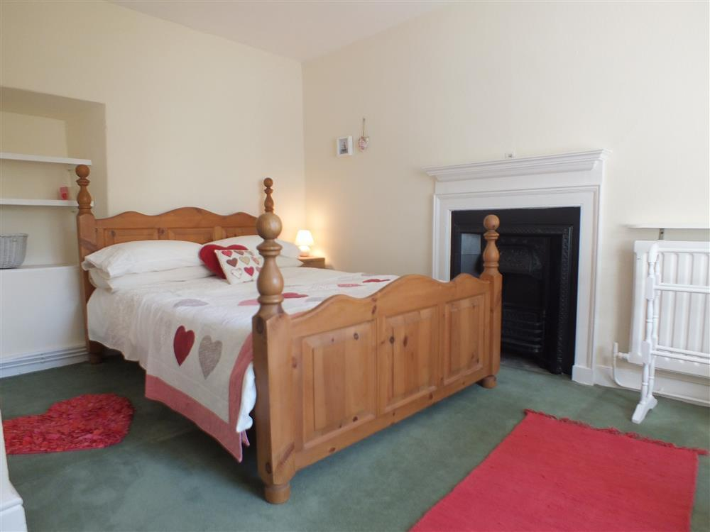 06-Double bed in Fishguard-707 (3)