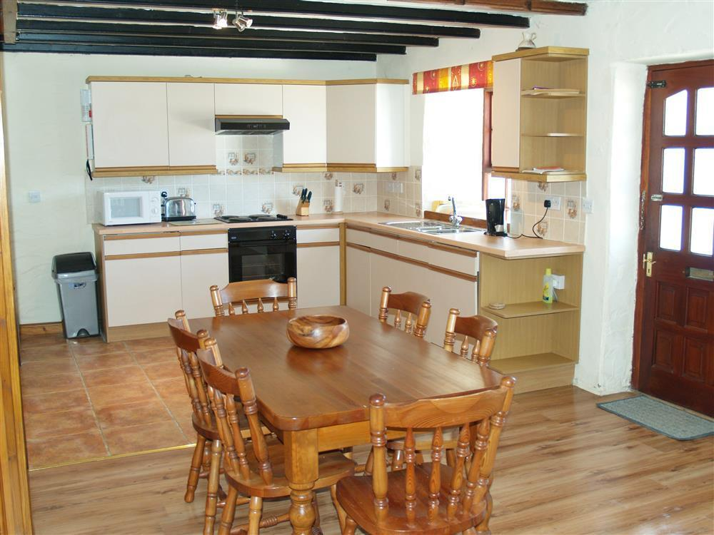 Photograph of 02-Farmhouse Kitchen-Newport-731 (1)