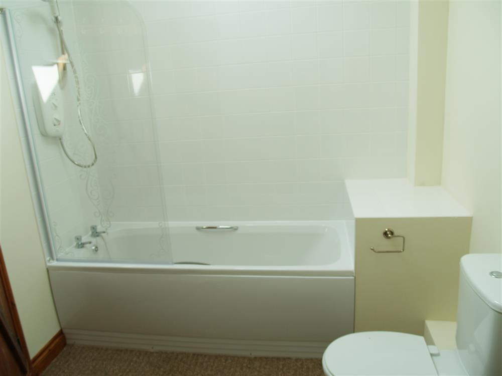 Photograph of 06-Ensuite Bathroom-731